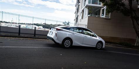 Toyota Compare Toyota Corolla Hybrid V Toyota Prius Comparison Photos