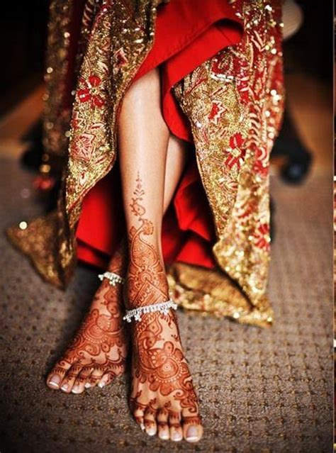 latest  simple mehandi designs  legs