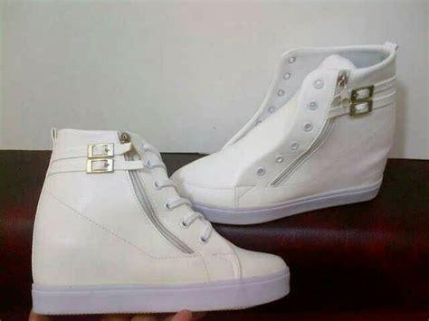Boot Zr39 Rantai Putih 3 jual sepatu boots wanita korea style sepatu wanita boots putih casper di lapak darajat land