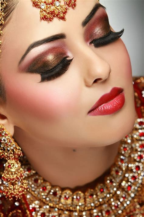 Best 25  Desi bridal makeup ideas on Pinterest   Pakistani