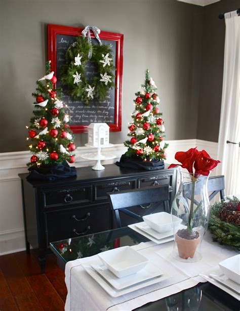 Dining Room Christmas Decorations | the yellow cape cod holiday home series christmas dining