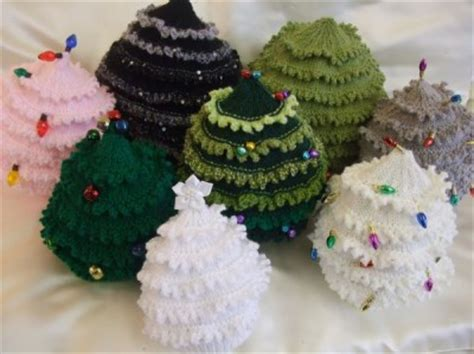 knitting pattern to make cristmas tree hats in 9 sizes