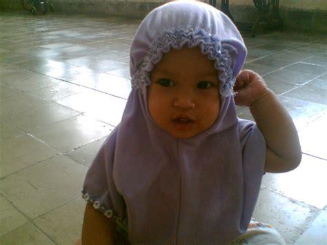 Pake Jilbab Kembang Tyastami