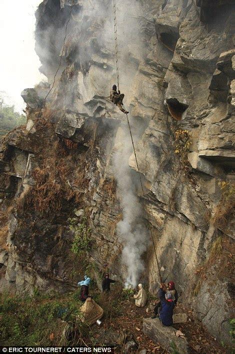 Come Fare Allontanare Le Api by Flash Sul Mondo Di Tutto Di Pi 249 Nepal I Raccoglitori