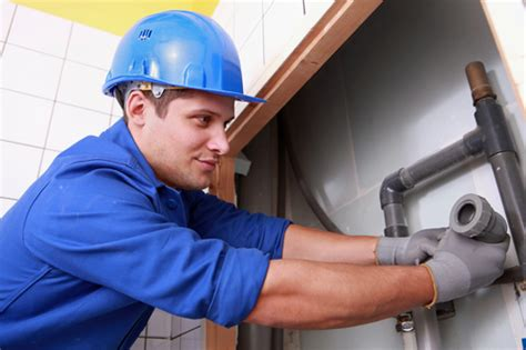 5 tips that can save your from calling emergency plumbers