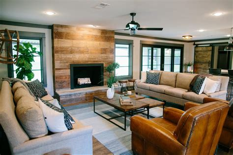 Shiplap Living Room 1000 Images About Fixer On Eligible