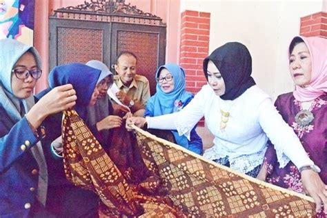 Baju Renang Muslimah Gresik iwapi ajari anak muda wiru jarik