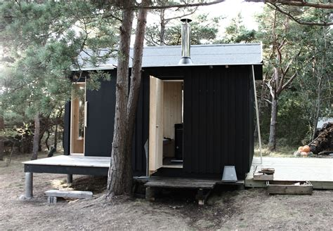 Small Cabin Architecture by A Small Cabin In The Woods By Septembre Architecture