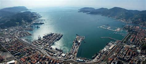porto della spezia dimezzata produzione mititli nel golfo della spezia