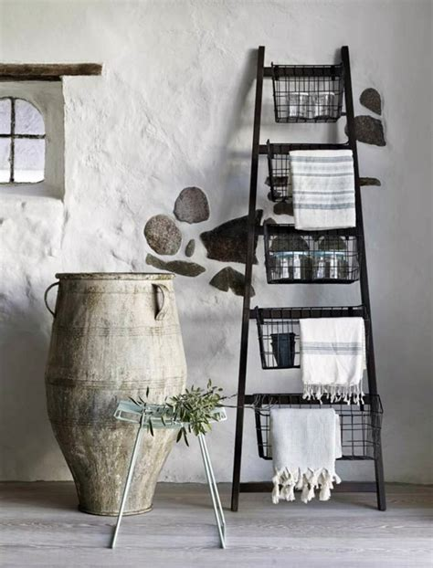 Dekoleiter Badezimmer by Wooden Towel Ladder In Both Rustic As Well As In Modern