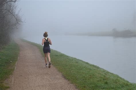 how to a to jog with you file jog in the fog jpg wikimedia commons