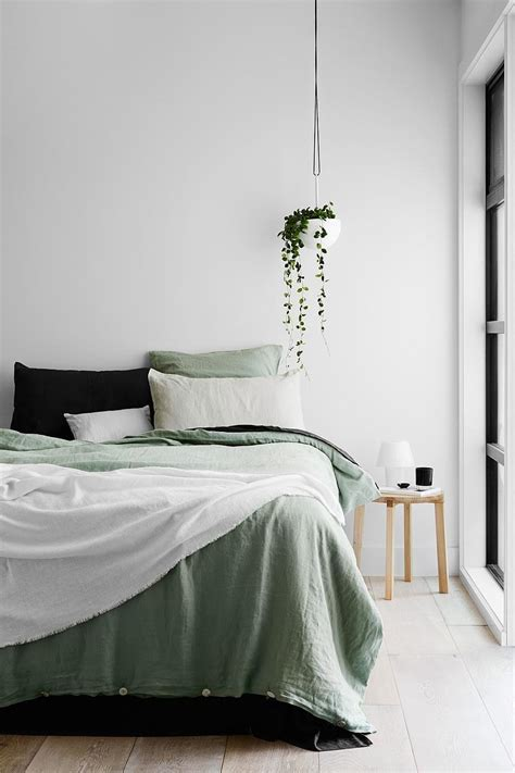 what to look for in bed sheets what to look for when buying sheets popsugar home