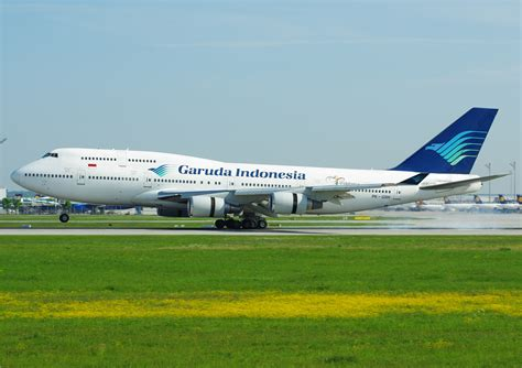 garuda indonesia file garuda indonesia b747 400 pk gsh jpg wikimedia commons