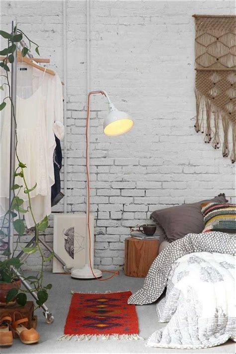 haus beleihen bohemian style schlafzimmer weiss backsteinwand geweisst