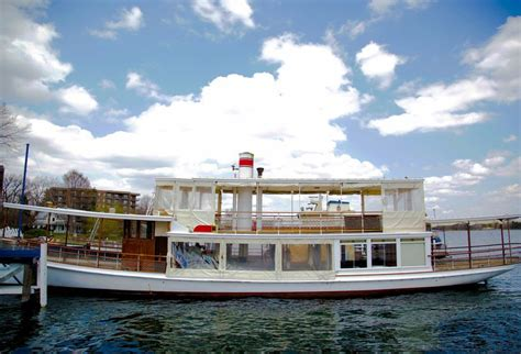 lake geneva boat tours christmas the lake geneva cruise line s steam yacht louise lake