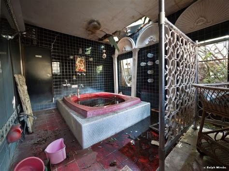theme hotel tokyo bathroom of one of the themed rooms at an abandoned