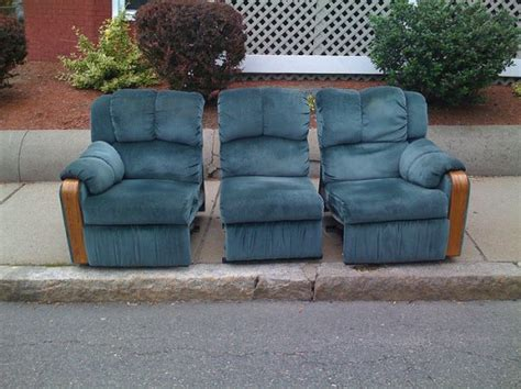 Free Furniture Up Nyc by Freecycling Curbside Furniture Could Cost You Up To 2000