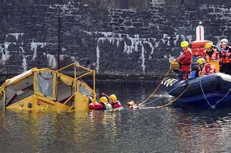 duck tour boat sinks liverpool yellow duck boat sinks liverpool jamson