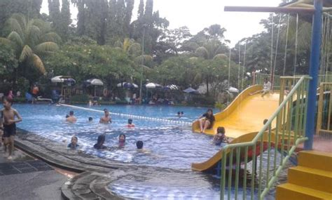Tenda Payung tenda payung di sisi kolam dewasa picture of sport club villa meruya jakarta tripadvisor
