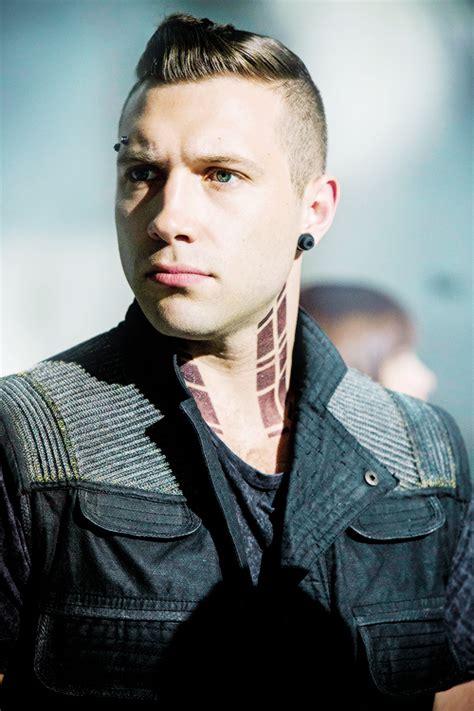 jai courtney tattoo jai as eric in divergent 2014