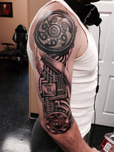 tattoo tribal oberarm mann mann mit oberarm tattoo mit maschinenteilen tattoos f 252 r