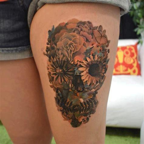 tatuajes calaveras flores