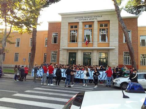 veneto orari protestano gli studenti vittorio veneto orari