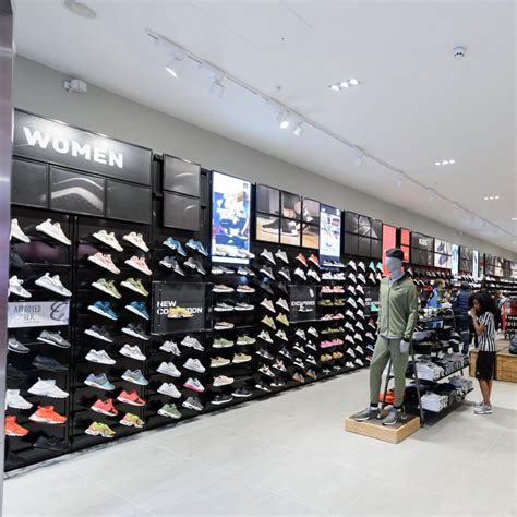 shoe locker foot locker bluewater shopping retail destination kent