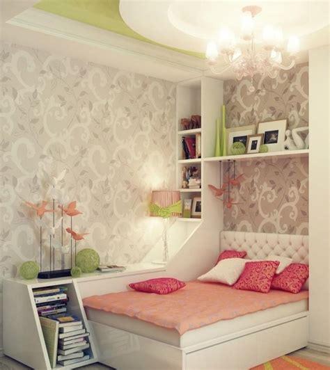 Impressionnant Lustre Chambre Ado Fille #1: D%C3%A9co-chambre-ado-fille-coussins-papier-peint-baroque.jpg