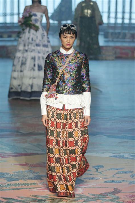 desain baju batik yang indah baju baju indah karya didi budiardjo yang terbuat dari