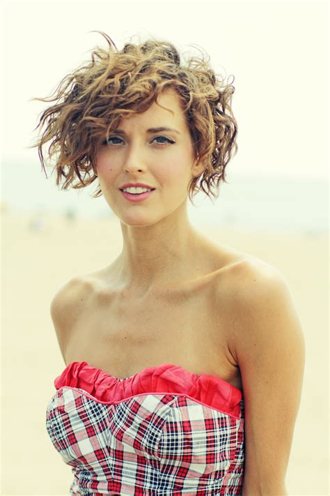 how to style my permed bob hairstyle to look like beach waves stylenoted summer hair care humidity defense for wavy