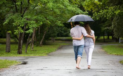 rain couple wallpaper hd cute hd love and romance pictures of couples in rain