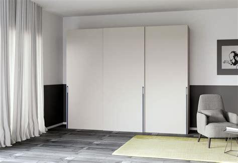 armadi poco profondi come si progetta e si posiziona al meglio un armadio