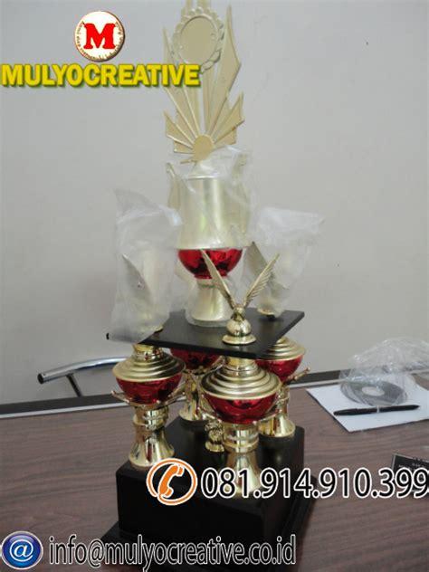 Jual Resin Lycal Murah plakat kayu vandel trophy piala pesan name tag