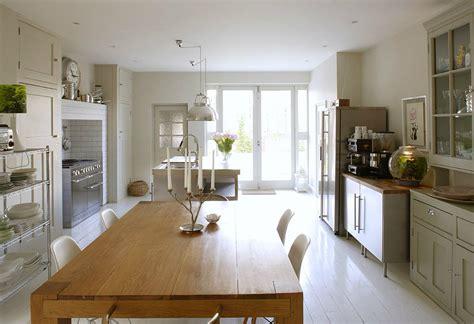 abgehängte decke wohnzimmer raum design schwarz braun