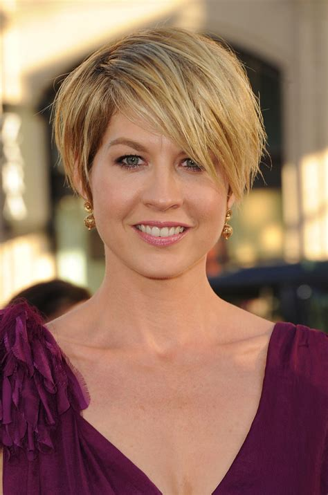 dharmas haircut jenna elfman messy cut short hairstyles lookbook