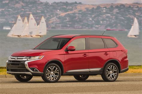 mitsubishi outlander 2016 review 2016 mitsubishi outlander reviews and rating motor trend