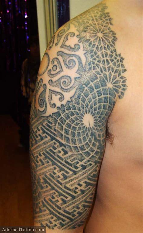 islamic pattern tattoo geometric dotwork sleeve tattoo sayagata tattoo