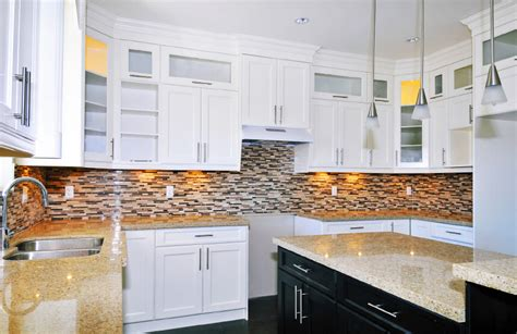 kitchen backsplash ideas with white cabinets colors