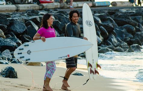 Gabbard Injures Nose While Surfing On Oahu S South Shore