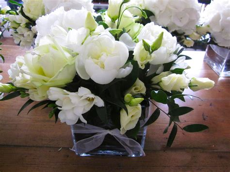 fresh cut flower preservative how to keep cut flowers fresh last longer and homemade