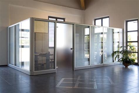 pannelli divisori ufficio pannelli divisori per ufficio come regolarsi arredamente