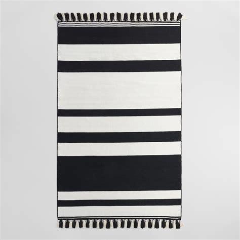 5 X8 Black And Cream Stripe Woven Indoor Outdoor Rug Black And White Stripe Outdoor Rug