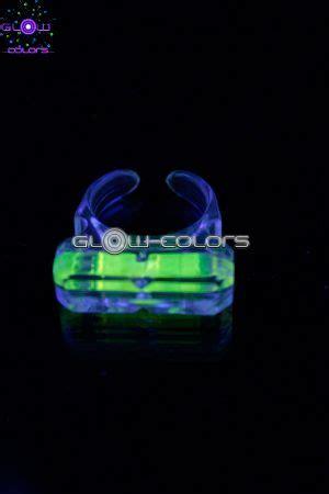 glowstick bracelet collier lunette et bijoux fluo lumineux