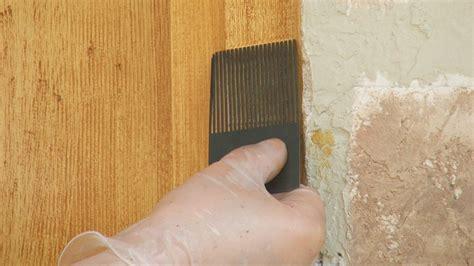 Réaliser un effet de faux bois sur une porte extérieure abimée