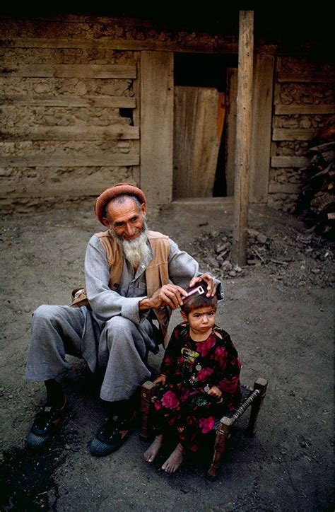 steve mccurry afghanistan fo 3836569361 grandfather and granddaughter afghanistan people in the world granddaughters