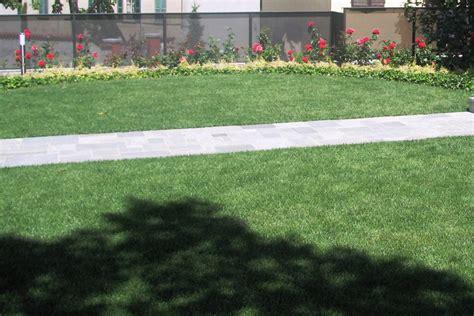 tappeti erbosi per giardino posa tappeti erbosi e tappeti a zolle fumagalli giulio