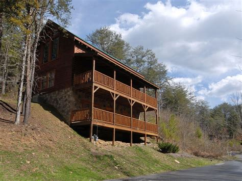 pigeon forge cabin near downtown camelot 266 vrbo