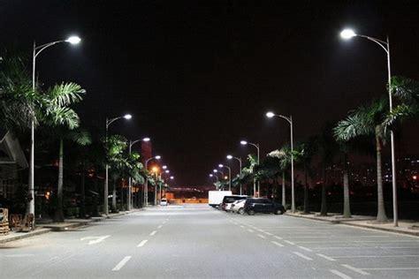 pubblica illuminazione a led colonna illuminazione stradale il comune utilizza il led
