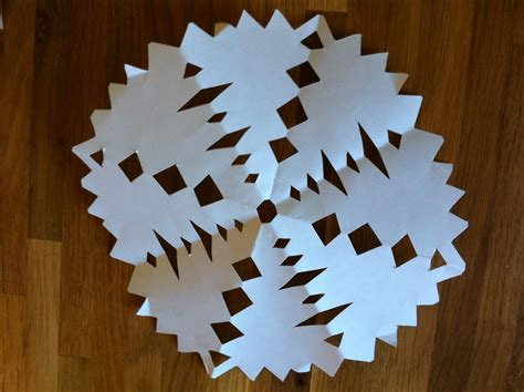 How To Make A Simple Paper Snowflake - paper snowflakes easy 28 images best 25 paper